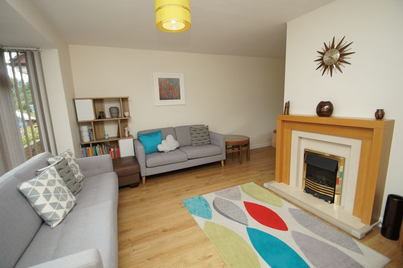 3 bed house for sale in Hopgardens Avenue 2