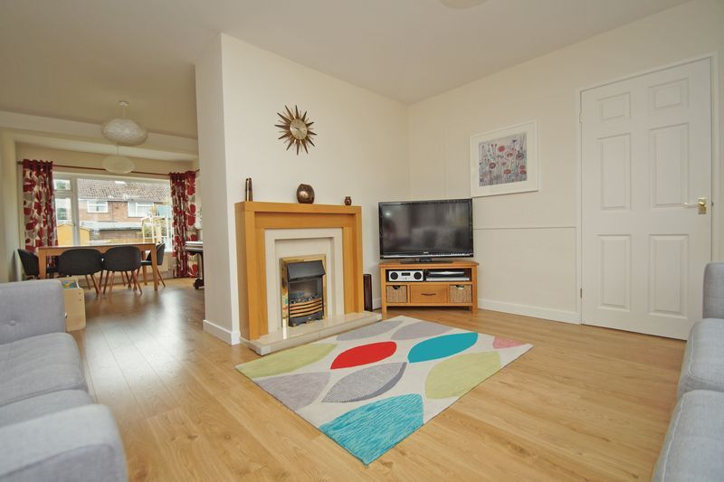 3 bed house for sale in Hopgardens Avenue 3