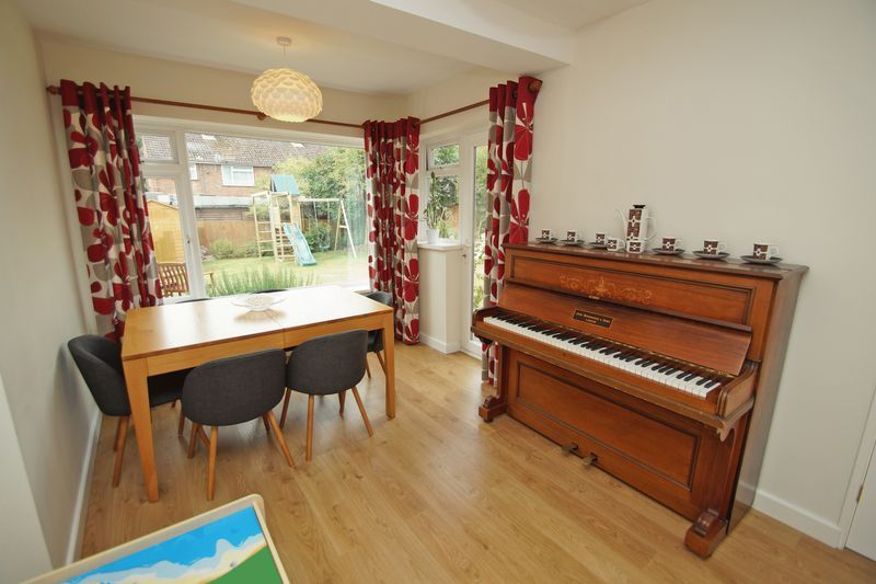3 bed house for sale in Hopgardens Avenue 5