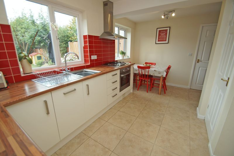 3 bed house for sale in Hopgardens Avenue 8