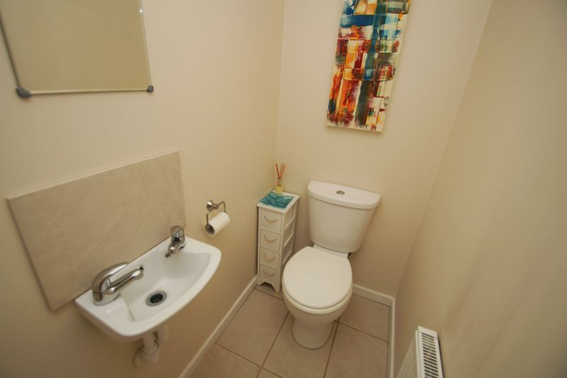 3 bed house for sale in Hopgardens Avenue 9