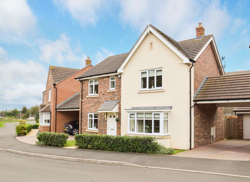 4 bed house for sale in Cowslip Close  - Property Image 1