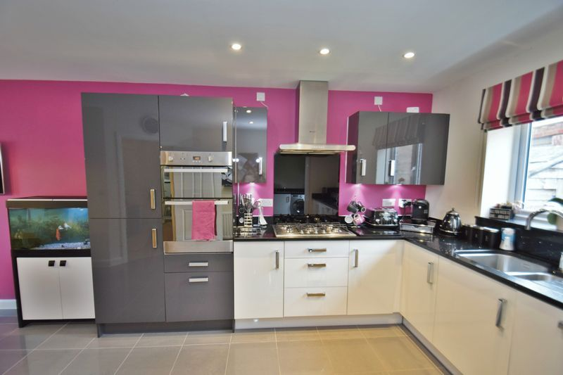 4 bed house for sale in Cowslip Close  - Property Image 5