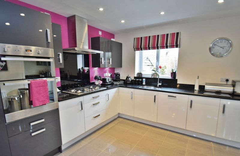 4 bed house for sale in Cowslip Close  - Property Image 6