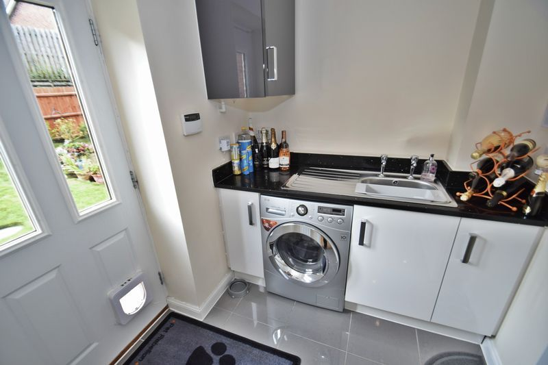 4 bed house for sale in Cowslip Close 8