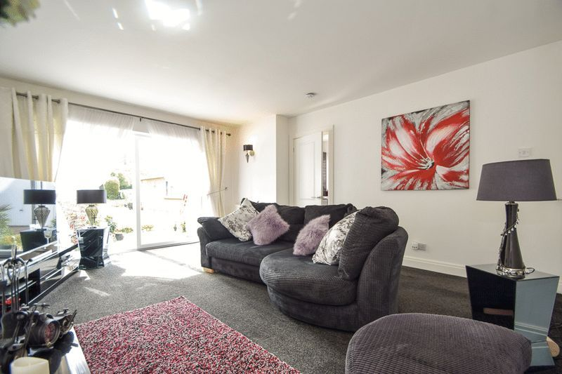 2 bed house for sale in Brueton Avenue 4
