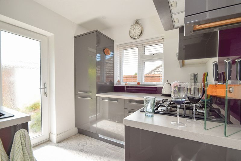 2 bed house for sale in Brueton Avenue 5