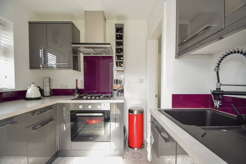 2 bed house for sale in Brueton Avenue 6
