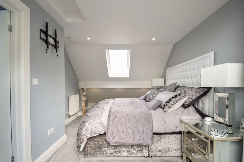 2 bed house for sale in Brueton Avenue 10