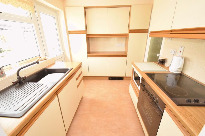 2 bed bungalow for sale in St. Peters Close  - Property Image 8
