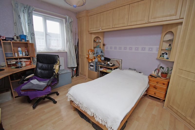 3 bed house for sale in Exhall Close 6