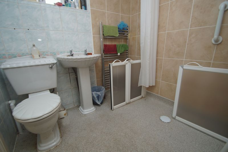 3 bed house for sale in Exhall Close 8