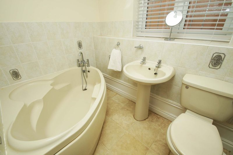 4 bed house for sale in Riverside Close 13