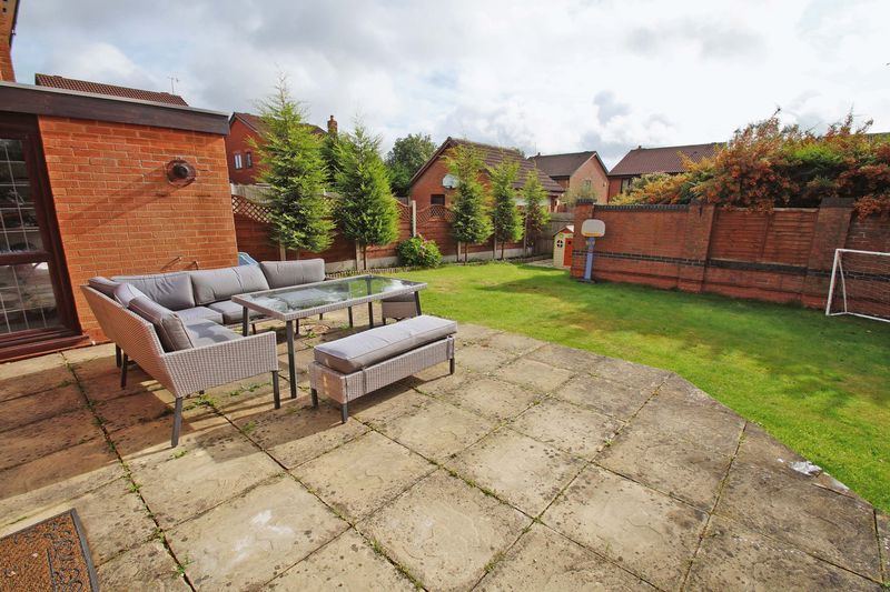 4 bed house for sale in Riverside Close  - Property Image 14