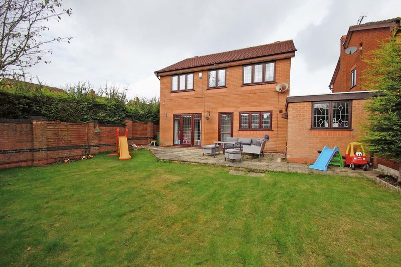 4 bed house for sale in Riverside Close 15