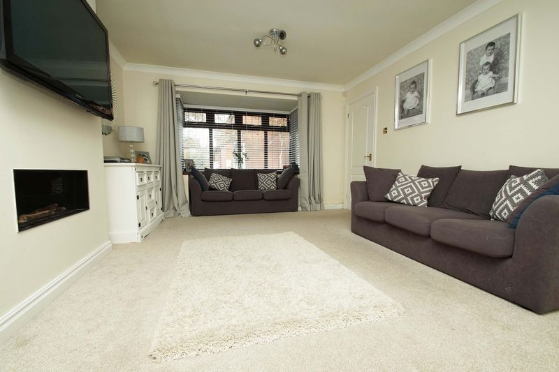 4 bed house for sale in Riverside Close  - Property Image 3