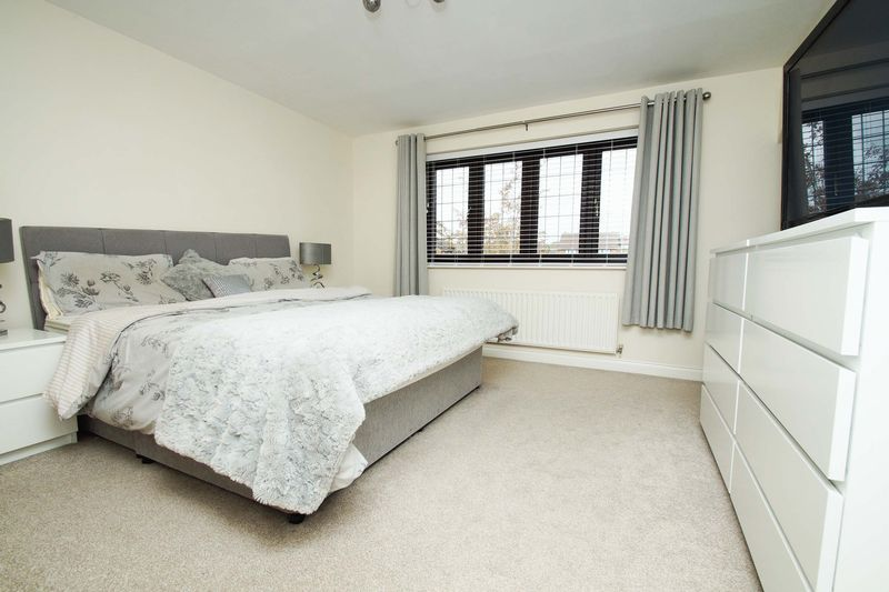 4 bed house for sale in Riverside Close 4