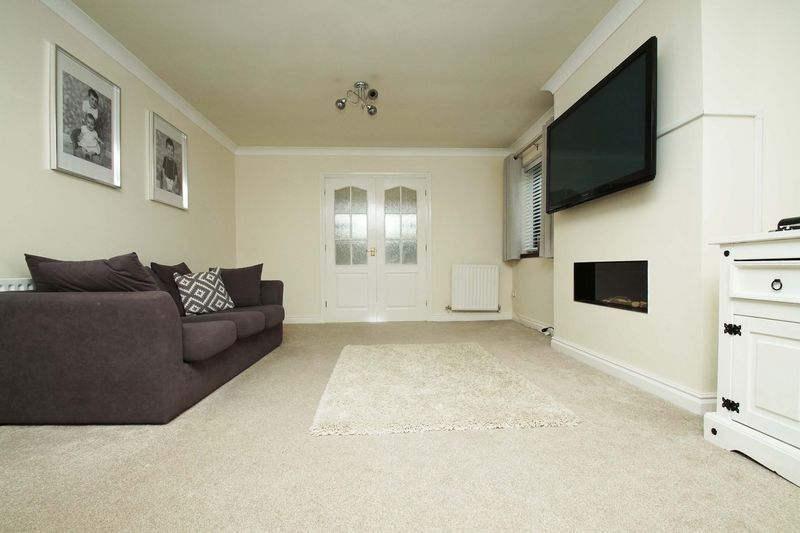 4 bed house for sale in Riverside Close  - Property Image 6