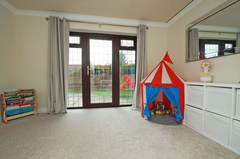 4 bed house for sale in Riverside Close  - Property Image 7