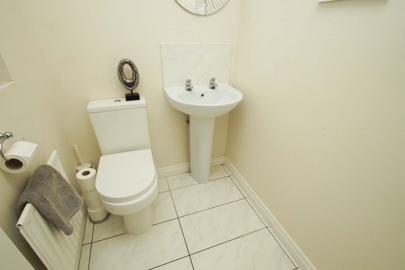 4 bed house for sale in Riverside Close  - Property Image 8