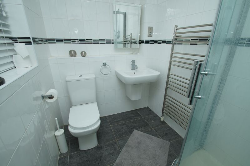 4 bed house for sale in Riverside Close 9