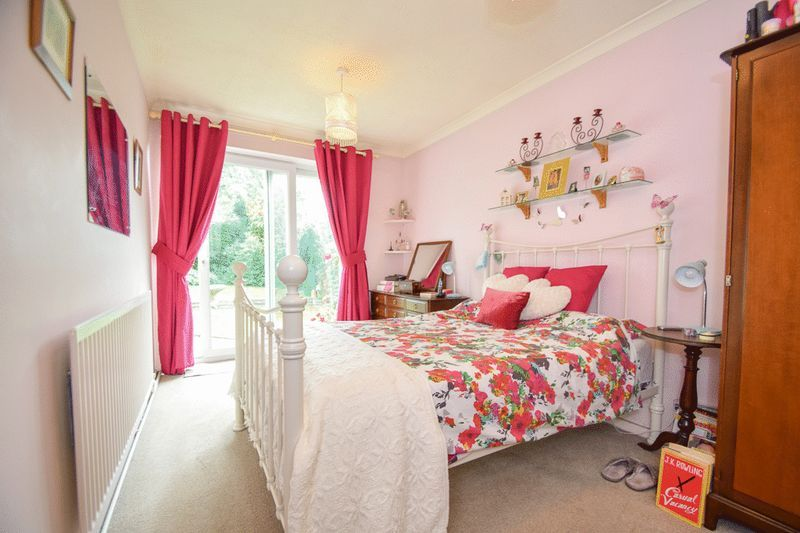 3 bed bungalow for sale in Austcliff Close 2