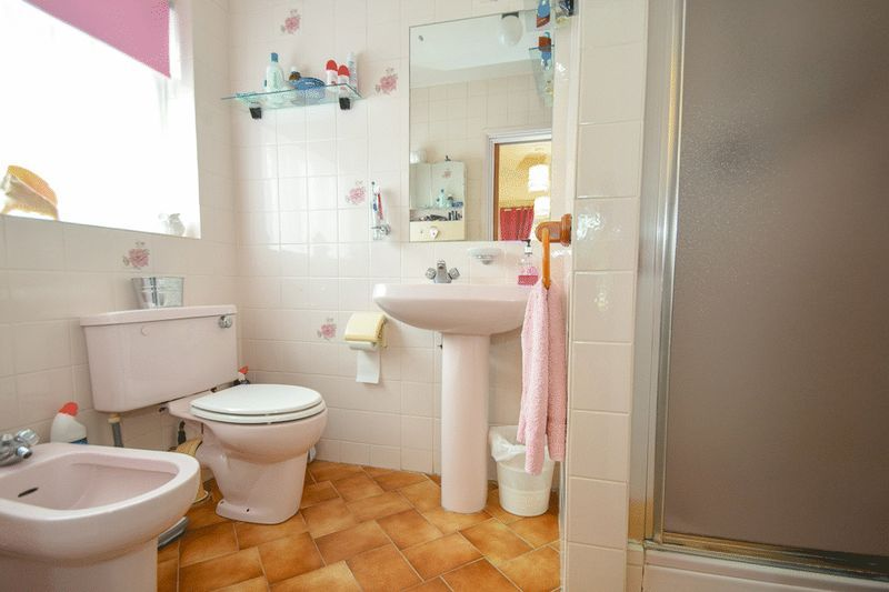 3 bed bungalow for sale in Austcliff Close 12