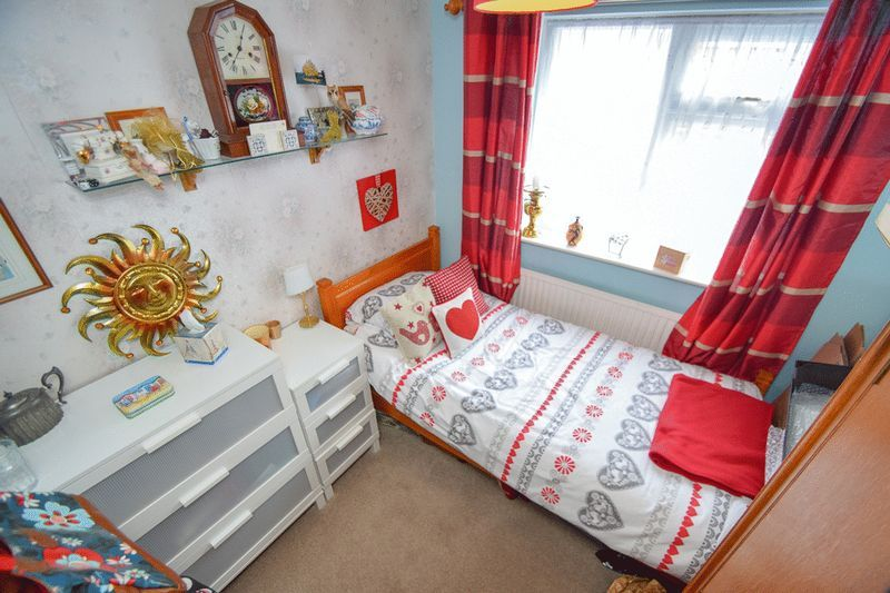 3 bed bungalow for sale in Austcliff Close 13