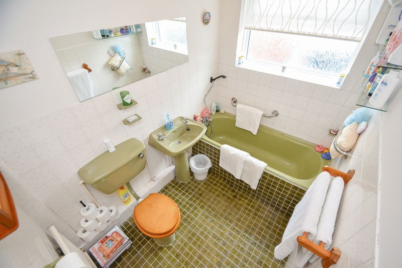 3 bed bungalow for sale in Austcliff Close 14