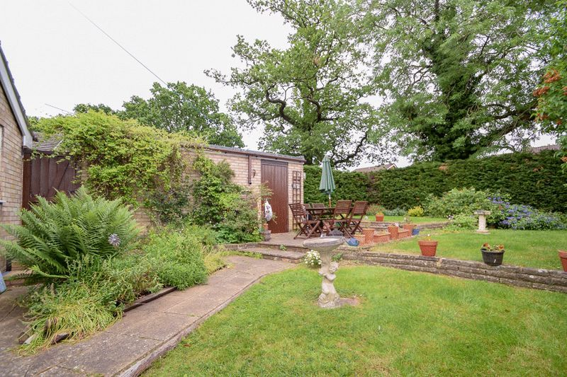 3 bed bungalow for sale in Austcliff Close 3