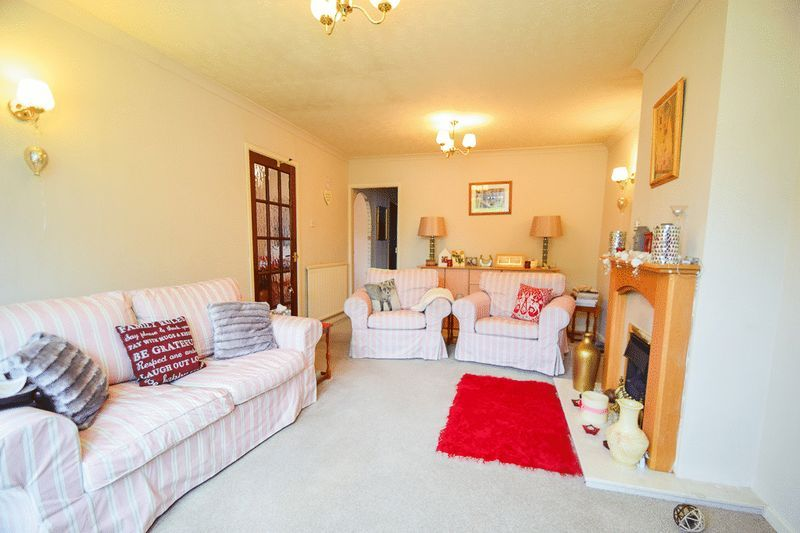 3 bed bungalow for sale in Austcliff Close  - Property Image 4