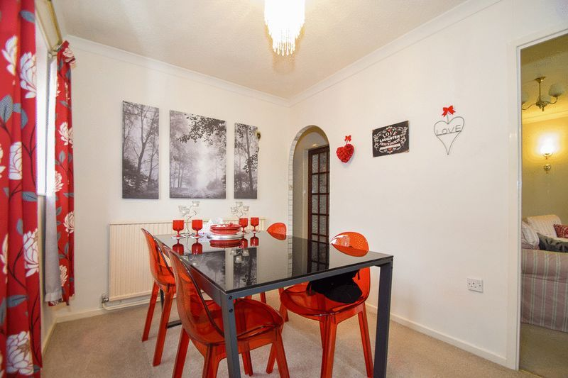 3 bed bungalow for sale in Austcliff Close 5