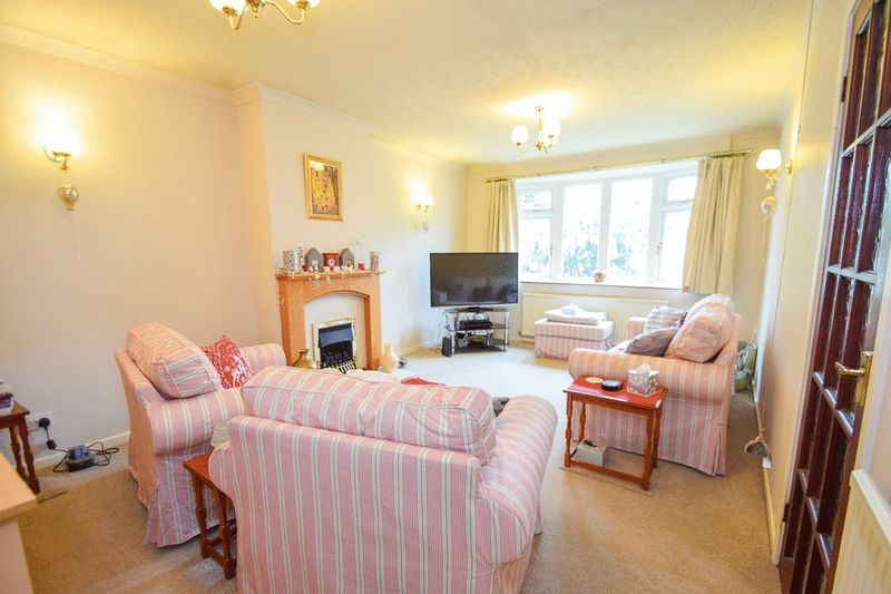 3 bed bungalow for sale in Austcliff Close 6