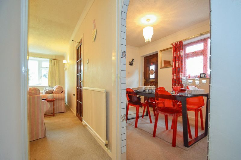 3 bed bungalow for sale in Austcliff Close 7