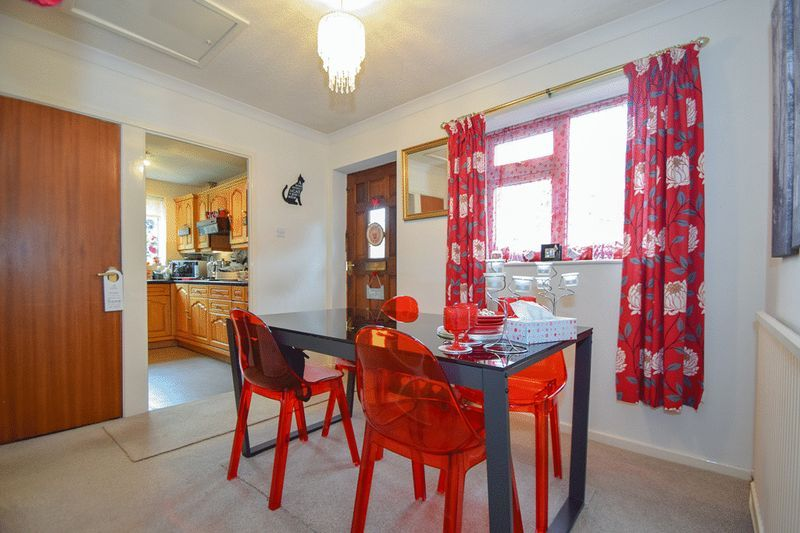 3 bed bungalow for sale in Austcliff Close  - Property Image 8