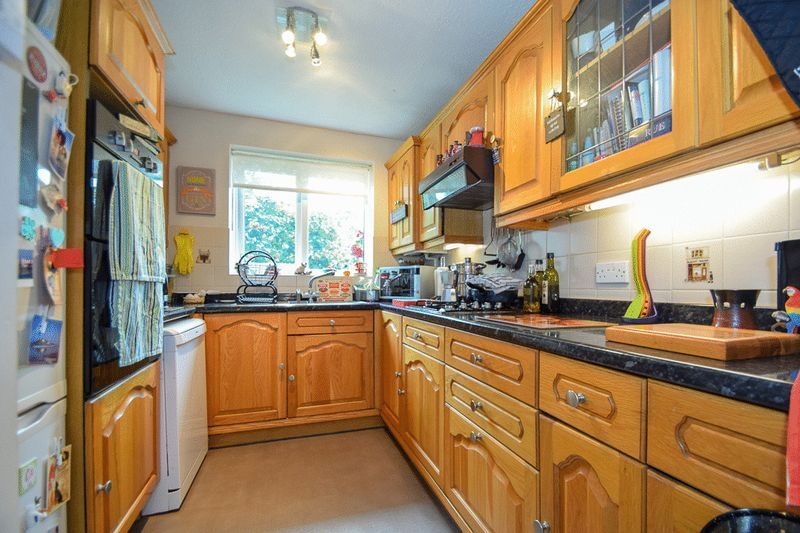 3 bed bungalow for sale in Austcliff Close  - Property Image 9