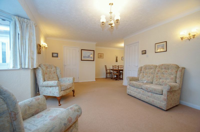 3 bed bungalow for sale in Norbury Close  - Property Image 4