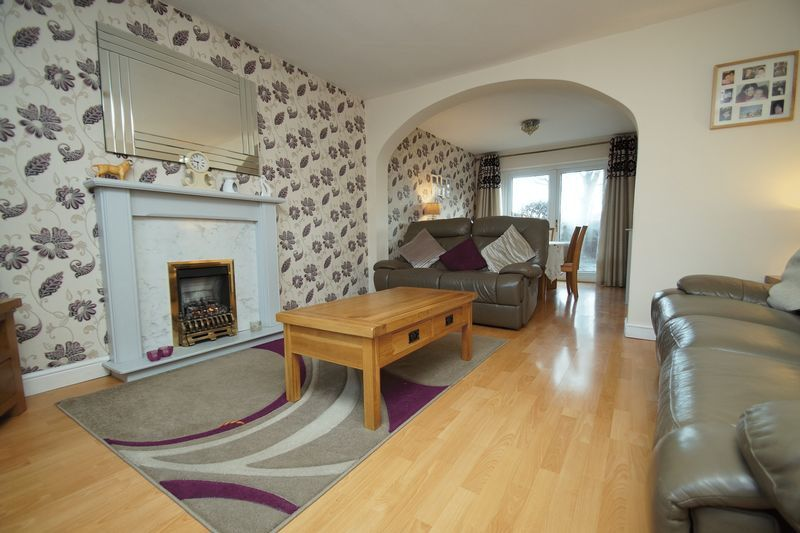 3 bed house for sale in Lassington Close 3