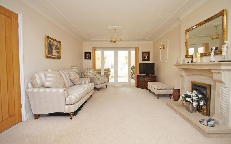 5 bed house for sale in Bridgnorth Road 3