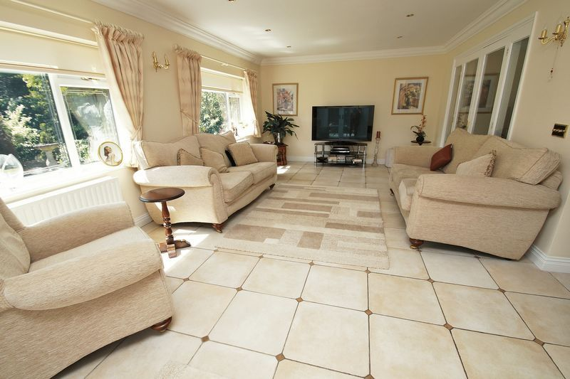 5 bed house for sale in Bridgnorth Road 6