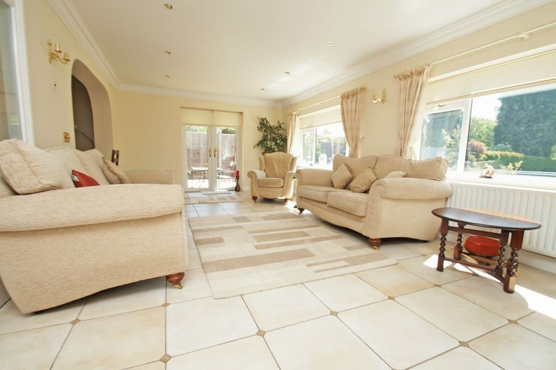 5 bed house for sale in Bridgnorth Road  - Property Image 7