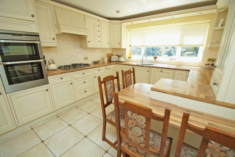5 bed house for sale in Bridgnorth Road 9