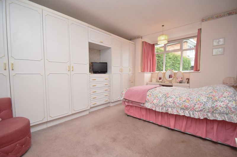 2 bed bungalow for sale in Stourton Crescent 8