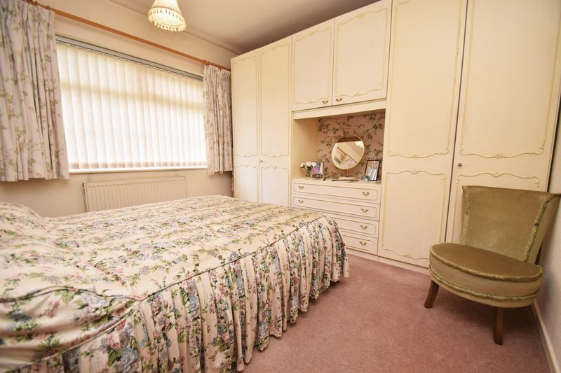 2 bed bungalow for sale in Stourton Crescent 9