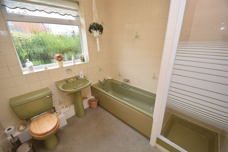 2 bed bungalow for sale in Stourton Crescent 10