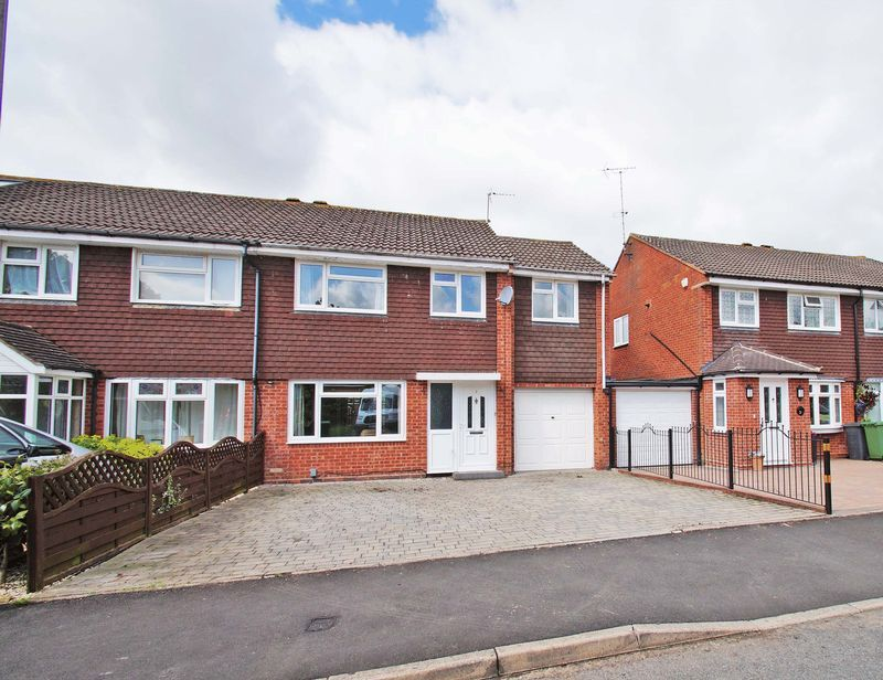4 bed house for sale in Meriden Close 1