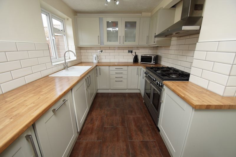 4 bed house for sale in Meriden Close 2