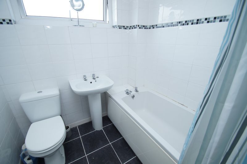 4 bed house for sale in Meriden Close 5