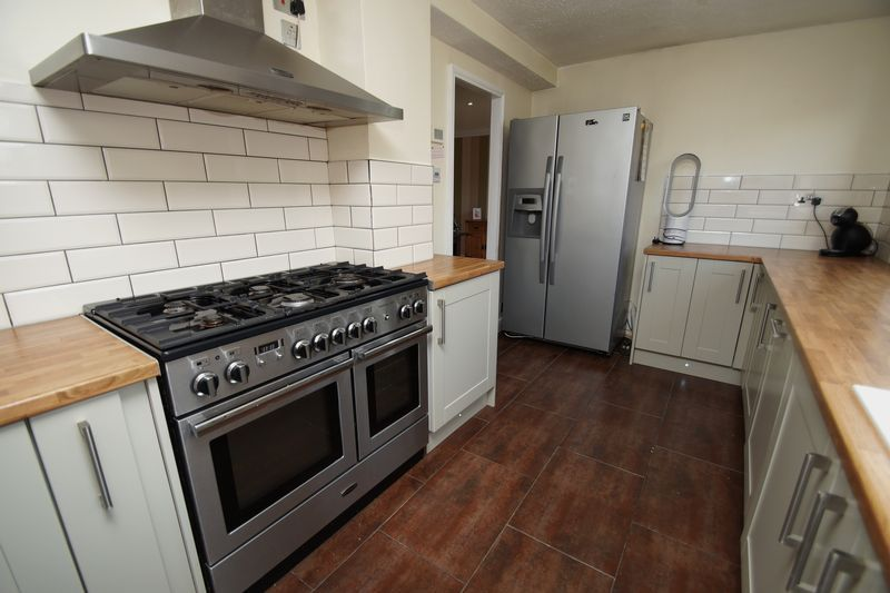4 bed house for sale in Meriden Close 9