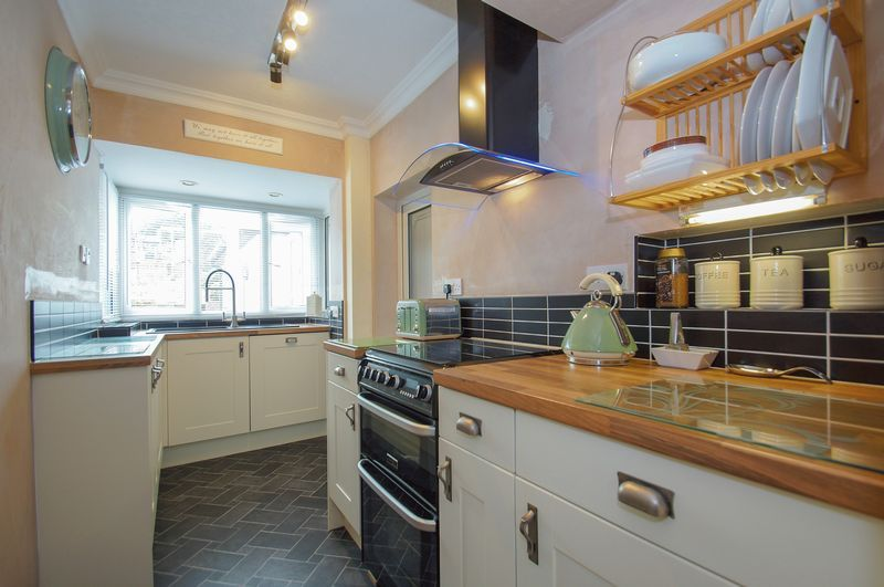 3 bed house for sale in Clive Road  - Property Image 7